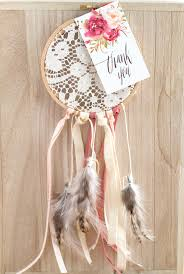 Dream Catcher Favors DIY Boho Dreamcatcher Wedding Favor The Elli Blog 2