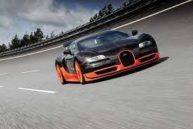 No vídeo é possível ver como este exemplar do chiron sport modificado alcança as 304.773 mph (490.484 km/h). Bugatti Carros Especiais