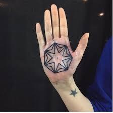спрятано внутри потрясающие татуировки на внутренней стороне ладони
