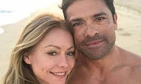 photo with husband Mark Consuelos ...