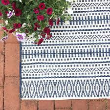 blue and white outdoor rug doubtful green designs decorating ideas 22