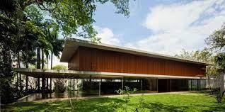 El concepto fundalmental de la casa toblerone, creada por el estudio de arquitectura y diseño brasilero mk27, fue crear una vivienda que pudiera ser descrita en. Toblerone House Sao Paulo Residence E Architect