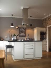 Stilvolle Küche Grau Wandfarbe zu weißer Küche white kitche