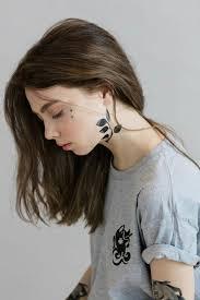 временные тату на лице как выглядит новый бьюти тренд