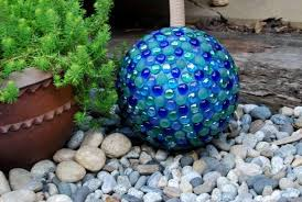 Decorated Bowling Balls Glossy garden art using bowling balls Flea Market Gardening 5