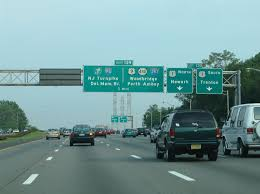 two lanes depart garden state parkway south for u s 1 in woodbridge there is no return southbound access as the parkway prepares to split with a lengthy