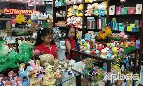 Thị trường đồ chơi trẻ em dịp 1-6: Mẫu mã mới, sức mua thấp - Báo Ấp Bắc  điện tử