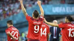 Die schweiz gewinnt ihr letztes gruppenspiel 3:1 gegen die türkei, muss aber um den einzug ins achtelfinale bangen. Oqxedmusfxlkmm