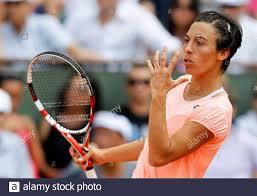 Francesca Schiavone aus Italien reagiert beim Finale der Frauen gegen Li Na  aus China beim French Open Tennisturnier im Roland Garros Stadion in Paris  am 4. Juni 2011. REUTERS/Charles Platiau (FRANKREICH -