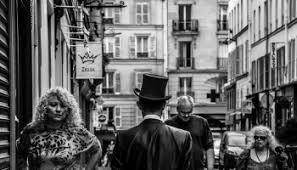 b w urban street photography essay paris edge of  b w street photography essay paris