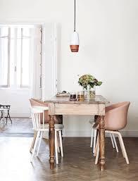 Stilvolles Esszimmer Holztisch Mit Gedrechselten Beinen Stuhlmix