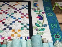 Shipshewana Quilt Retreat | Sentimental Stitches & There are more pictures of Gretchen's quilts in the Shipshewana Quilt  Retreat Photo Gallery. Adamdwight.com