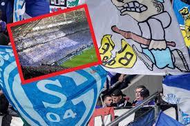 Schalke – Dortmund: Mega-Choreo der Nordkurve - derwesten.de