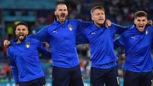 Başarının sırrı bu karede! İtalyan futbolcular milli marşlarını haykırarak  okudu - Haberler Spor