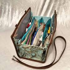 This Compact Bag Has 10 pockets, an Ironing Pad and Room for a ... & Quilters Organizer Bag Pattern More Adamdwight.com
