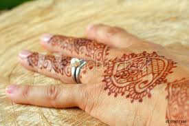 Fotografie Obraz Tattoo Henna Woman Hand India Outdoors Wood