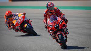 MotoGP: Bagnaia knapp vor Quartararo - Márquez stürzt