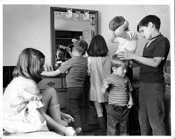 to thumbnail page Back to the pervious set of pictures  original/DeseretNewsPhoto.jpg DeseretNewsPhoto.jpg Here is another photo  taken by the Deseret News. This one shows the children getting ready for  church. Jann, Leonard, Angie, Jed, David and Syd ...