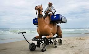 Resultado de imagem para sirio vendendo esfiha na praia
