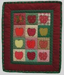 applique pattern, apple quilt, free & This free apple applique pattern is ready for spring and for you to enjoy  making. This would make up as a great gift for a teacher friend or a farmer  pal or ... Adamdwight.com