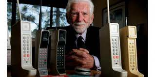 Namun, seiring berkembangnya teknologi banyak spesifikasi yang kurang mendukung untuk melakukan berbagai kegiatan yang dikehendaki. Tekstory Sejarah Pembuatan Handphone Pertama Di Dunia Merdeka Com