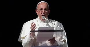 Resultado de imagem para papa francisco da sacada do vaticano fotos