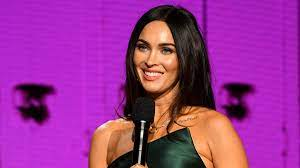 Megan Fox wows fans as she poses in ...