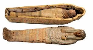 Risultati immagini per Mummia  avvolta nelle garze