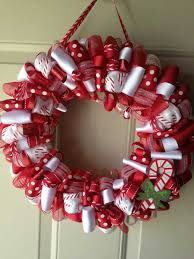 Mesh Christmas Wreath Ideas to Create More Decoration in the House :  Interactive Image Of Decorative