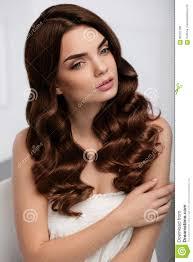 Krullende Haarstijl Het Mooie Kapsel Van Vrouwen Modelwith Long Wavy