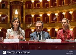 Präsentation der Saison 2018/2019 des Teatro dell'Opera di Roma. Im Bild:  Virginia Raggi, Carlo Fuortes und Eleonora Abbagnato *** KEINE WEB ***  Keine tägliche *** Stockfotografie - Alamy