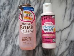 i ve managed to find two diffe cleaners at daiso one s specifically for brushes and the other is for puff and sponge but it s a cult favourite in the
