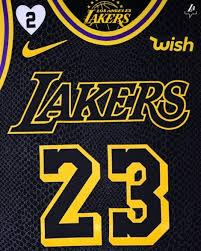 Kobe bryant 8/24 los angeles lakers black hardwood classic camiseta para hombres. Lakers Honor Kobe Bryant With Black Mamba Jerseys Gigi Bryant Patch Nba Com