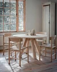 round hambledon oak dining table