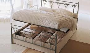 Come Fare Un Letto Contenitore : Come organizzare e pulire il cassone sotto letto