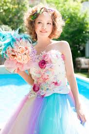 お色直しカラードレスあえて切りたいくらいかわいいショートボブの