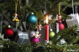 Geschmückter Weihnachtsbaum Mit Christbaumschmuck Brennende