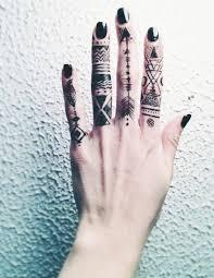 Tetování Na Prstech Fotografie Význam