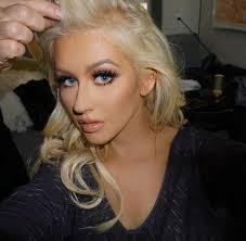 important christina aguilera posted a flawless selfie on insram