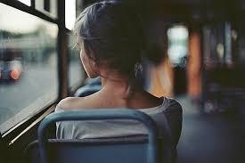 Resultado de imagem para passageiro triste solitario trem