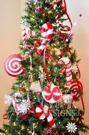 How To Decorate A Candy Cane For Christmas 60 Fun Candy Cane Christmas Décor Ideas For Your Home DigsDigs 10