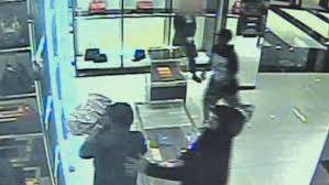 gucci near me. men rob the gucci store at chestnut hill mall (wbz-tv) near me