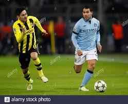 Calcio - Borussia Dortmund v Manchester City - UEFA Champions League Group  D - Signal Iduna Park, Dortmund, Germania - 4/12/12 Ilkay Gundogan di  Borussia Dortmund (L) in azione con Carlos Tevez