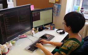 developer office. meet jenn wong a selftaught web developer in san francisco for zillow office