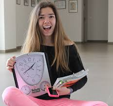 Time management for Sixth Formers. By Alicia Rojo. Year 12 student ...
