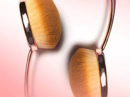 use oval makeup brushes to apply makeup