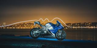 LS-218 <b>electric</b> motorcycle accelerates from 100-150 mph in 2 ...