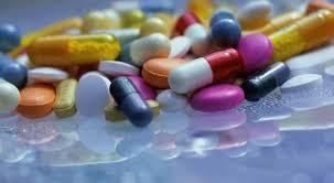Resultado de imagen para imagenes de personas que toman medicamentos falsos