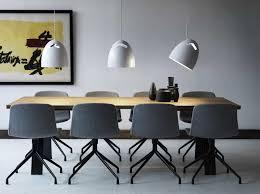 Tafellamp Moderne Eettafel Met Kunst Schilderij En Ronde Lamp