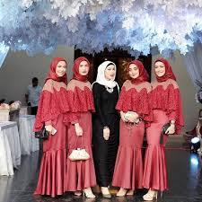 Salah satunya adalah model baju gamis sasirangan 2021 yang sangat digemari para seseorang yang ingin tampil modis. Foto 10 Inspirasi Baju Bridesmaid Yang Kekinian Untuk Hijabers